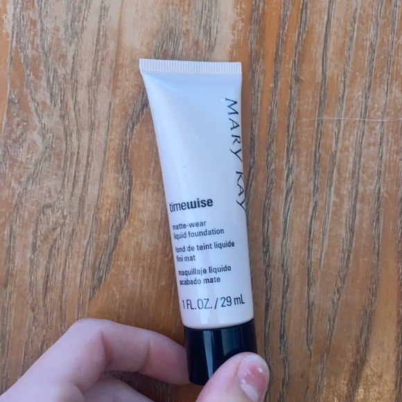 Time wise matte-wear liquid foundation